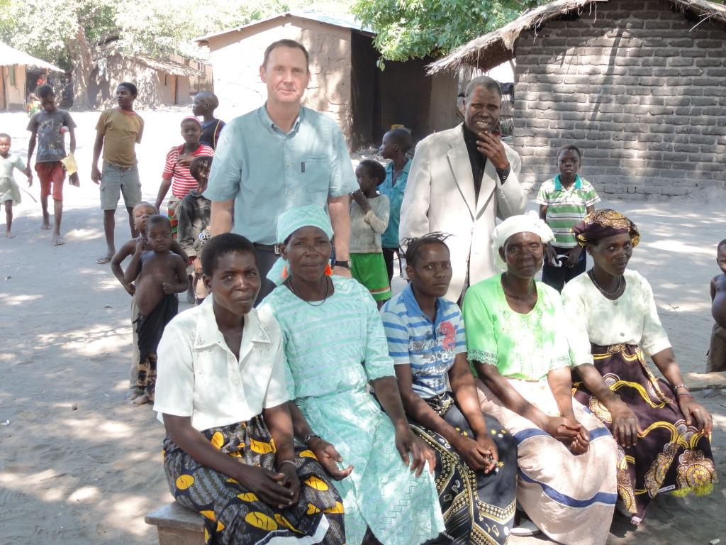 paul-and-pastor-w-women-community-mvera-_emmaus-pix