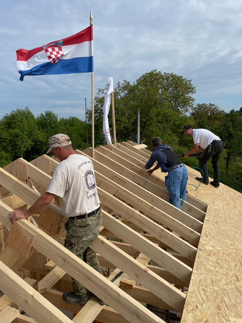 Installing the roof on the store.